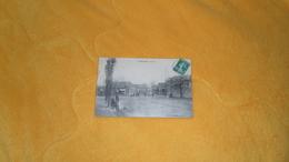 CARTE POSTALE ANCIENNE CIRCULEE DE 1915. / FLORINGHEM.- LA PLACE. ANIMEE. / CACHET + TIMBRE. - Francia