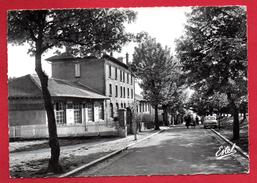 54. Crusnes. Les écoles. 1987 - Autres Communes