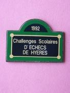 PIN´S 1992 CHALLENGES SCOLAIRES D'ECHECS DE HYERES  -    Divers, Jeux D'échecs   (3) - Jeux