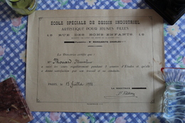 DIPLOME De L'Ecole Spéciale De Dessin Industriel , Artistique Pour Jeunes Filles. - Diplômes & Bulletins Scolaires