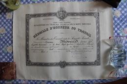 DIPLOME De Médaille D'Honneur Du TRAVAIL - Diplômes & Bulletins Scolaires