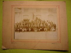 Exceptionnelle Photo N & B Sur Carton 1883 Membres De La Sté Lozérienne De Secours Mutuels Nimes Cliché A. Salles - Personnes Anonymes