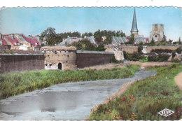 Carte Postale Des Années 50-60 Du Nord - Bergues - Ses Fortifications Et Tours - Ancienne Abbaye St Winoc - Bergues