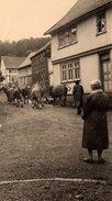 Photo Originale Fermier & Paysans - Traversée Du Troupeau Dans Le Village Pour Une Montée En Alpage - Métiers