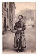 15 Saint Flour Type De Paysanne Cantaloune Cpa Voyagée En 1925 Folklore - Saint Flour