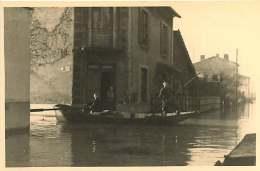 69 - 110517 - PHOTO Novembre 1944 - SAINT FONS - Crue Du Rhône - Rue Du Port - Barque - France