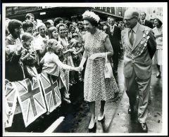 HM QUEEN ELIZABETH HRH PRINCE PHILLIP NEW ZEALAND 1977 - Famous People