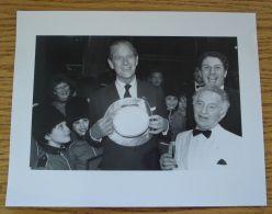 ORIGINAL PRESS PHOTO PRINCE PHILIP DUKE OF EDINBURGH WINDSOR THEATRE 1986 - Beroemde Personen