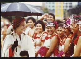 FINE ORIGINAL PRESS PHOTO QUEEN ELIZABETH II NEW ZEALAND 1986 MAORI WOMEN - Unclassified