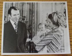 FINE ORIGINAL PRESS PHOTO PRINCESS ANNE CAPTAIN MARK PHILIPS BAPTISM SON 1977 - Other Collections