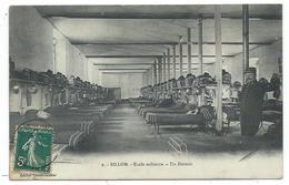 CPA - BILLOM, ECOLE MILITAIRE, UN DORTOIR - Puy De Dôme 63 - Animée, Soldat En Uniforme - Circulé - France