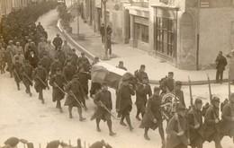 Carte Photo  -  Funerailles D'un Soldat Anglais  - Au Dos Il Est Ecrit Pierrelatte Janvier 1916 - Guerre 1914-18