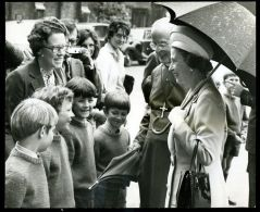 HM QUEEN ELIZABETH WINCHESTER ARCHBISHOP OF CANTERBURY - Other Collections