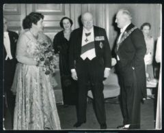 BIPPA PRESS PHOTO 1955 SIR WINSTON CHURCHILL AT DINNER AT THE DORCHESTER HOTE - Unclassified