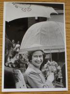 FINE ORIGINAL PRESS QUEEN ELIZABETH II UMBRELLA CALTON GLASGOW SCOTLAND 1983 - Other Collections