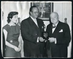 1956 PRESS PHOTO WINSTON CHURCHILL VARIETY CLUB INTERNATIONAL SOLID GOLD HEART - Unclassified