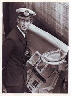 ORIGINAL PRESS PHOTO PRINCE CHARLES ROYAL NAVY HMS JUPITER 1974 PLYMOUTH - Other Collections