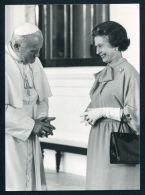 HM QUEEN ELIZABETH  POPE JOHN PAUL 2ND - Other Collections
