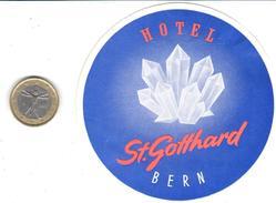 ETIQUETA DE HOTEL  HOTEL ST. GOTTHARD  -BERN -SUIZA  (SUISSE)  (CON CHARNELA) - Hotel Labels
