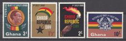 Ghana 1960 Mi.nr: 80-83 Feier Der Republik Und Verfassung  Neuf Sans Charniere /MNH / Postfris - Ghana (1957-...)