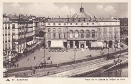CPA Bayonne, Place De La Liberté Et L'Hôtel De Ville (pk34951) - Bayonne