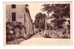 30 Genolhac Entrée Du Village Cpa Edit Combier - France