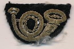 Insigne Militaire Tissus De Collet Chasseur - Cor De Chasse - Ecussons Tissu