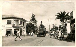 Douala - Carrefour, Avenue Poincaré Et Du 27 Aout 1950 (000108) - Kamerun