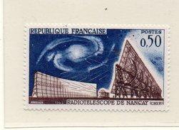 FRANCE / RADIOTELESCOPE DE NANCAY Timbre Espace Dentelé Neuf MNH Cote 0.80 Vente 0.20 Euros