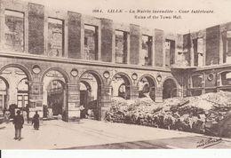 Cp , 59 , LILLE , La Mairie Incendiée , Cour Intérieure - Lille