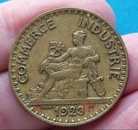 FAUTEE !!!  2  FRANCS  CHAMBRE  DE  COMMERCE  1923  Coin Bouché  ( 2 Photos ) - Variétés Et Curiosités