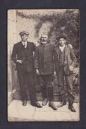 Carte Photo Portrait Militaire Du 123 123è Regiment D' Infanterie Avec Deux Civils - Personaggi