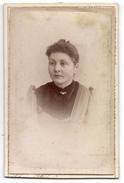 Photo CDV - Une Jeune Femme De PORRENTRUY ( Suisse ) - Photo Jean HUSSER - Anciennes (Av. 1900)