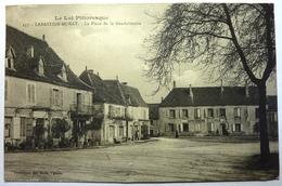LA PLACE DE LA GENDARMERIE - LABASTIDE-MURAT - France