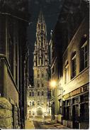 Bruxelles (1000) : Vue Nocturne De L'Hôtel De Ville Et Du Restaurant Casa Manuel, Rue Chair Et Pain. CPSM. - Brussel Bij Nacht