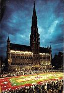 Bruxelles (1000) : Grand'Place - Vue Nocturne Du Tapis De Fleurs. Belle Animation. CPSM. - Brussel Bij Nacht
