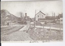 CP Ligne Vicinale 132 Olloy-Oignies. Nismes La Station Vue De Côté. Locomotive 29 En Gare Vers 1904. Reproduction - België