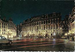 Bruxelles (1000) : Grand'Place - Vue Nocturne D'une 2 CV Citroën Face à La Maison Des Ducs De Brabant. CPSM. - Bruxelles La Nuit