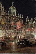 Bruxelles (1000) : Grand'Place - Vue Nocturne D'une Coccinelle Volkswagen Face à La Taverne Du Roi D'Espagne. CPSM. - Bruxelles La Nuit
