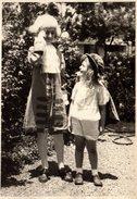 Grande Photo Originale Déguisement Enfant - Robespierre Et Gavroche Réunis Vers 1940/50 - Anonymous Persons