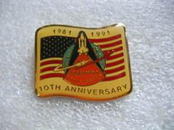 """Pin's Du 10eme Anniversaire Du 1er Vol Dans L""""espace De La Fusée COLUMBIA, Young Crippen 1981-1991 - Militair & Leger"""