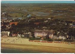 CPM - LA BAULE - Vue Aérienne Sur La Plage Et L Arrière-pays, Au Centre L Hôtel L Hermitage - La Baule-Escoublac