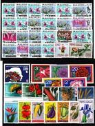 Different States  ; 42 Stamps  ** / Mnh ; No Complete Sets, Only Single Stamps ;  Blumen/ Flowers - Pflanzen Und Botanik