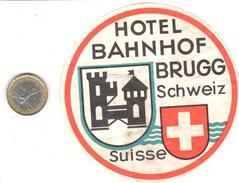 ETIQUETA DE HOTEL    -HOTEL BAHNHOF  -BRUGG  -SUIZA (SUISSE)  (CON CHARNELA) - Etiketten Van Hotels