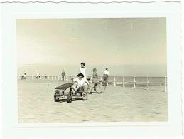 Foto/Photo.  Wenduine. Cuistax Sur La Digue. 1954. - Places