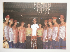 Postcard Hotel Sanur Beach Bali Indonesia [ An Aerowisata Hotel ] Staff ? Portrait In Traditional Dress  My Ref B21266 - Indonesia