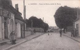 Carte Postale Ancienne De La Nièvre - Dornes - Route De Décize, Entrée Du Bourg - Devanture - France