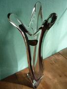 Elegante In Sich Gedrehte Zweifarbige Kristallvase Aus Den 70er Jahren - Glas & Kristall