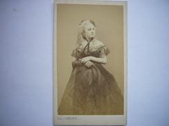 Photo CDV D'une Belle Jeune Femme Par Carjat - Actrice Ou Courtisane Du Second Empire - Années 1860 - Photos