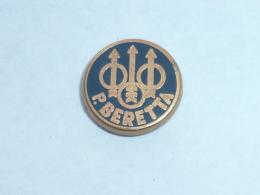 Pin's P. BERETTA - Badges